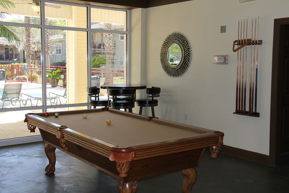 Tallahassee Apartments Top Rated Student Apartments Villa Dylano - Stu's pool table movers